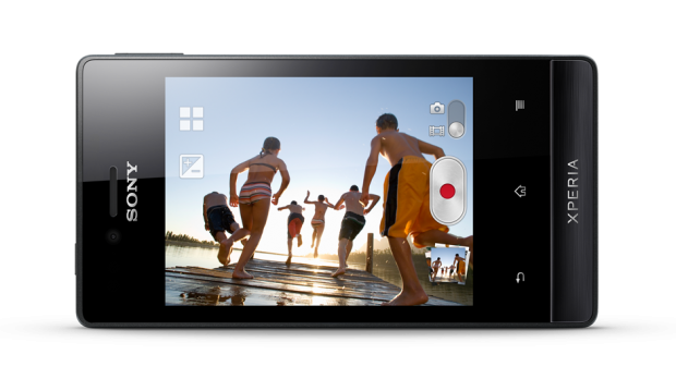 xperia-miro-message-easy-to-connect-gallery460x360